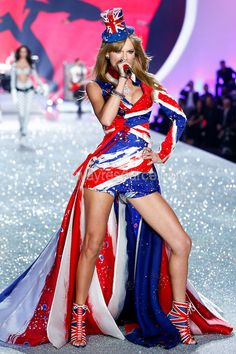 """Performing """"My Songs Know What You Did in the Dark"""" at the 2013 Victoria's Secret Fashion Show <3"""