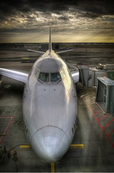 Lufthansa Boeing 747-400 at the gate!