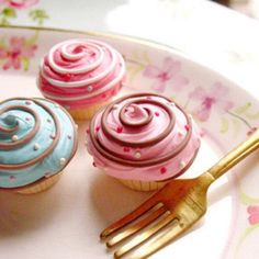 Sweet little Cupcakes Mini Cupcakes, Tolle Cupcakes, Pretty Cupcakes, Beautiful Cupcakes, Baking Cupcakes, Cupcake Cookies, Cupcake Recipes, Cupcake Cupcake, Decorate Cupcakes