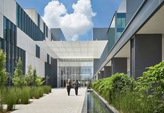 University Medical Center New Orleans by NBBJ and Blitch/Knevel Architects in New Orleans. Architecture Company, Commercial Architecture, Business Architecture, Downtown New Orleans, Civil Engineering Construction, Medical Brochure, Womens Health Care, Medical Office Design, New Hospital