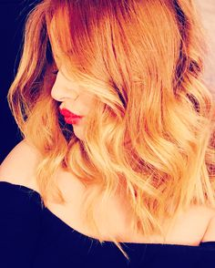 Ginger ombré copper hair blonde red lips mid length short hair wanded curly balyage dip dye