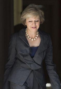 Theresa May accède ce mercredi au poste de Premier ministre britannique. Qui est celle qui aura la tâche historique de négocier la sortie du Royaume-Uni de l'UE ?