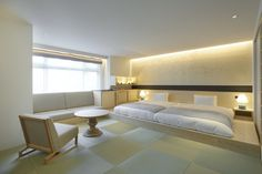 Interior design firm Bazik Inc, together with Takaki Takizawa, have designed this room at Ogawaya Ryokan, a hotel nestled in the Gero Onsen region of Japan.For the design of the room, they included … Japanese Bedroom, Japanese Home Decor, Japanese House, Japanese Gardens, Cabinet D Architecture, Japanese Interior Design, Futon Bed, Design Furniture, Retail Design