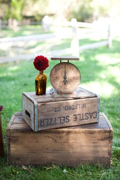 The Basket of Inspirations ~ I love everything in this picture. Vintage bottles, old scales and vintage crates, Vintage Crates, Vintage Props, Vintage Bottles, Look Vintage, Vintage Box, Vintage Theme, Vintage Ideas, Vintage Inspired, Wedding Props