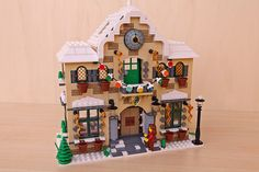 Hello everyone! This is my new creation for the Winter Village Expand Contest III: The Winter Town Hall! Given the great success of this year's Town Hall Lego Christmas Village, Lego Winter Village, Lego Village, Christmas Scenery, Lego Gingerbread House, Casa Lego, Lego Modular, Moca, Lego House