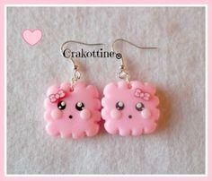 Boucles d'oreilles petits biscuits kawaii rose légèrement pailletés    * Mes créations ne conviennent pas au enfants de moins de 36 mois.*