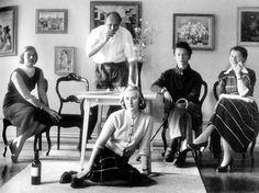 The picture shows from left Sylvia Leuchovius (sitting on chair), Carl Harry Stålhane, Marianne Westman (sitting on floor), Birger Kaipiainen and Hertha Bengtsson Vintage Pottery, Vintage Ceramic, Stig Lindberg, Ceramic Artists, Mid Century Design, First Photo, Picture Show, Scandinavian Design, Textile Design