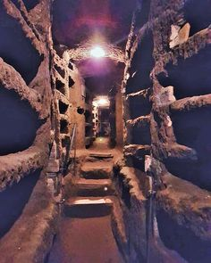 All about Catacombs of Rome. Catacombs of St. Domitilla, Catacombs of Priscilla, Catacombs of Callixtus, San Sebastiano, Capuchin Crypt and more. Catacombs Of Rome, Ancient Rome, Ancient History, Cemetery Monuments, European Holidays, Medieval Houses, Dark City, Historical Monuments, Early Christian