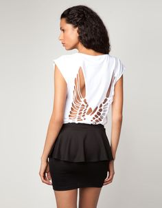 Angel wing-shaped cut-outs. Top by Bershka.