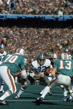 Dallas Cowboys Walt Garrison in action, rushing vs Miami Dolphins at Tulane Stadium. New Orleans, LA Neil Leifer Cowboys Players, Nfl Football Players, Football Memes, Dallas Cowboys Pictures, Nfl Dallas Cowboys, Cowboys Football, Nfl Photos, Football Photos, Sports Images