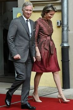 Queen Mathilde wore an elegant red and gold wrap dress paired with nude pointed heels and clutch bag to complement her outfit. Accompanied her husband King Philippe of Belgium, who is dapper in gray suit, as they attend the yearly meeting of the Chiefs of State of the german-speaking countries in Luxembourg.