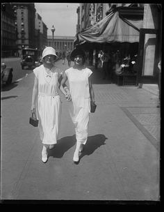 Street scene, young women, Washington, D.C, 1924