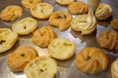 Fotogalerie: Deset rad pro odpalované těsto - Vitalia.cz Doughnut, Garlic, Vegetables, Desserts, Food, Tailgate Desserts, Deserts, Veggies, Vegetable Recipes