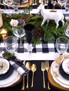 Rustic holiday black and white buffalo plaid table setting with green and wooden charger plates // shot by The Style Safari (Rustic Christmas Table) Christmas Table Settings, Christmas Tablescapes, Christmas Table Decorations, Decoration Table, Holiday Tablescape, Outdoor Decorations, Tree Decorations, Noel Christmas, Green Christmas