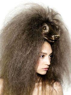 Wenn man den Hund nicht nur an der Leine haben will, trägt man ihn auf dem Kopf - Nagi Noda's Dog Hair Hats