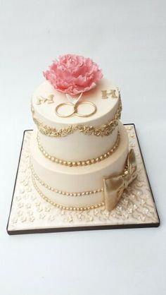 Engagement cake with Gold accents