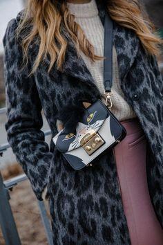 New York Fashion Week Street Style Fall Leopard coat & Furla bag Fashion Wear, Star Fashion, New Fashion, Autumn Fashion, Luxury Fashion, Fashion Outfits, Fashion Tips, Fashion Trends, New Yorker Street Style