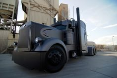 The Vigilante - Outlaw Customs - 2003 Peterbilt 379
