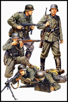 For some of the best prices see Hains Clearance dot com German infantry of the initial period of the second world war Military Figures, Military Art, Military History, Ww2 Uniforms, German Uniforms, Military Uniforms, German Soldiers Ww2, German Army, Nagasaki