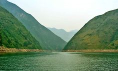 Lesser Three Gorges - The entrance to the second gorge on the Daning