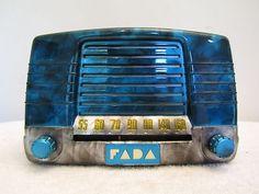 1940s FADA ART DECO MID CENTURY BAKELITE RADIO & QUALITY RESTORATION
