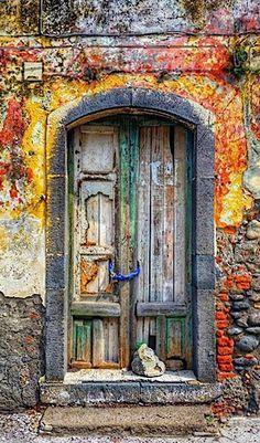 Old door knobs ideas portal ideas Old Door Decor, Old Door Knobs, Door Handles, Cool Doors, Unique Doors, Entrance Doors, Doorway, Entrance Ideas, When One Door Closes