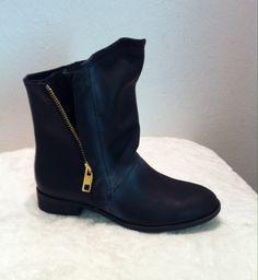 Ovyé black leather boots