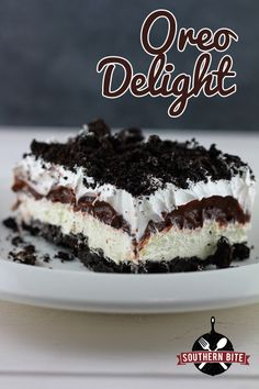 Oreo Fluff Salad is the best kind of salad recipe! This easy fluff recipe has ma… Oreo Fluff Salad is the best kind of salad recipe! This easy fluff recipe has marshmallows and pudding and tons of OREO cookies! via Easy Good Ideas Just Desserts, Delicious Desserts, Yummy Food, Oreo Desserts, Oreo Cookie Recipes, Dessert Healthy, Cookie Pie, Amazing Dessert Recipes, Layered Desserts