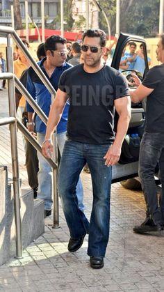 Salman Khan Wallpapers, Salman Khan Photo, Men Fashion, Bollywood, Handsome, Celebrity, Fan, Yellow, Heart