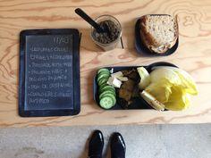 Menu du jour 11/03 - Légumes crus : endives + concombre - Tapenade olives noires home- made (par Claire) - Courgettes grillées antiparti - Fromage frais + Pecorino piquante - Pain de campagne