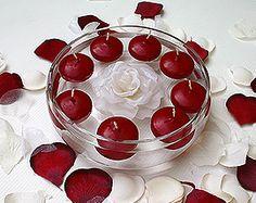 Bougies flottantes - Placées au centre de vos tables, les bougies au couleur de votre thème de mariage feront scintiller avec éclat votre décoration ! http://www.mariage.fr/bougies-flottantes-mariage-pas-cher.html