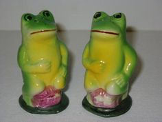 Items similar to Vintage Figural Frog Salt and Pepper Shakers on Etsy Salt And Pepper Set, Novelty Items, Salt Pepper Shakers, Yard Art, Tea Pots, Hand Painted, Stuffed Peppers, Froggy Stuff, Shake Shake