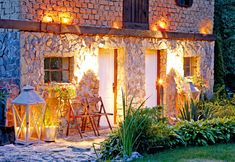 Obkladáme prírodným kameňom | Urob si sám Cement, Cabin, House Styles, Painting, Home Decor, Homemade Home Decor, Cabins, Painting Art, Paintings