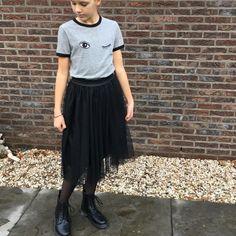 Zwarte tulerok, stoer met boots en t shirt