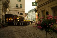 Stadtspaziergang: Schottenring | Stadtbekannt Wien | Das Wiener Online Magazin Homeland, Vienna, Austria, Classic Style, Travel, Yesterday And Today, Explore, City, Places