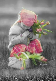 Splash of Colour Splash Photography, Color Photography, Black And White Photography, Color Splash Photo, Splash Images, Little Girl Photos, Girls With Flowers, Jolie Photo, Black And White Colour