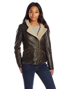 cc979e129234f Levi s Women s Assymetrical Sherpa-Lined Faux-Fur Jacket at Amazon Women s  Coats Shop Vest