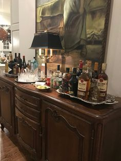 "Check out our internet site for even more information on ""bar cart decor inspiration"". It is actually an excellent place to learn more. Home Bar Sets, Bar Set Up, Bars For Home, Bar Cart Styling, Bar Cart Decor, Bar Furniture For Sale, Furniture Ideas, Bar Tray, Gold Bar Cart"