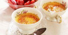Denna crème brulée behöver inte kokas utan får istället stå till sig några timmar i kylen. Servera med fräscha, goda jordgubbar. Receptet har skapats av Andreas Hedlund, Årets Kock 2002.