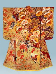 """Formal kimono with design of chrysanthemums and fowlsDivided dyeing (somewake) on plain-weave silk (habutae). Created in 1935 by Uzan Kimura, holder of an """"Important Intangible Cultural Asset"""" Japanese Costume, Japanese Kimono, Japanese Art, Japanese Geisha, Mode Kimono, Chicken Pattern, Kimono Design, Japanese Aesthetic, Japanese Textiles"""