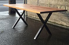 Recuperada madera mesa con X las piernas
