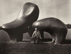 Forces Sculptor Henry Moore sitting before his Sheep Piece in Hoglands, Hertsfordshire, England.Sculptor Henry Moore sitting before his Sheep Piece in Hoglands, Hertsfordshire, England. Henry Moore Sculptures, Sculptures Céramiques, Art Sculpture, Bronze Sculpture, Organic Sculpture, Abstract Sculpture, Georges Braque, Land Art, Public Art