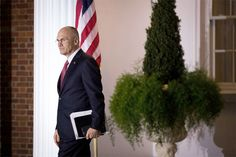 Indicado por Trump desiste de assumir a Secretaria do Trabalho  Foto: Andrew Puzder deixa encontro com Trump em Nova Jersey, em novembro do ano passado