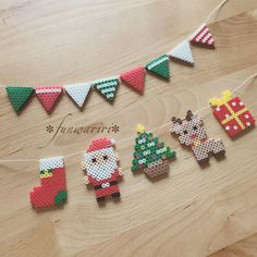 Weihnachtsgirlande - New Ideas Hama Beads Design, Diy Perler Beads, Perler Bead Art, Hama Beads Coasters, Hama Perler, Melty Bead Patterns, Pearler Bead Patterns, Beading Patterns, Bracelet Patterns