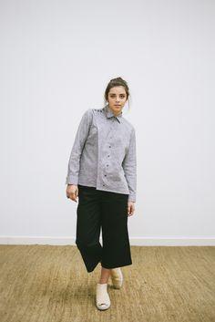 POSTADO! LOOK 6 -  catalogo - calça midi - camisa com detalhes no ombro em algodão