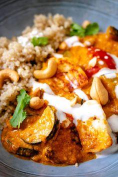 Cashew Halloumi Curry - The Delicious plate - Deringa Hallumi Recipes, Curry Recipes, Indian Food Recipes, Gourmet Recipes, Dinner Recipes, Cooking Recipes, Healthy Recipes, Healthy Dinners, Vegetarian Curry