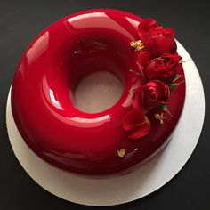 Благородный оттенок Бордо лаконичная форма и любимые цветы!!! Есть пара свободных тортов на сегодня-завтра в том числе в такой форме!! по всем вопросам 89090703010 Всем отличного дня!!! by glanez_cake