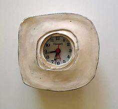 Um objeto sempre presente na decoração é um bom e exclusivo relógio, pois bem, assim são as peças deMaria Kristofersson que vive e trabalha naSuécia. Relógios únicos de cerâmica, design …