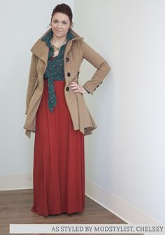 ignore the big coat. but I really like how she layered that top over the sleeveless maxi dress!!