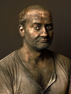 Pierre Gonnord capturing the last gasps of a dying coal mining industry. Coal Miners, Life Pictures, Life Pics, Circus Clown, Working People, Guy Drawing, Documentary Photography, Man Photo, Vintage Photographs